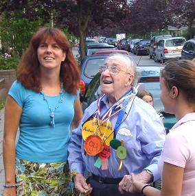 Anton de Heus vierde zijn 94ste verjaardag in de Siriusstraat in Hilversum