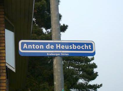 De bewoners van de Siriusstraat hebben uit bewondering voor de Heus de bocht in hun straat naar hem vernoemd. De Heus woonde er ruim 60 jaar.