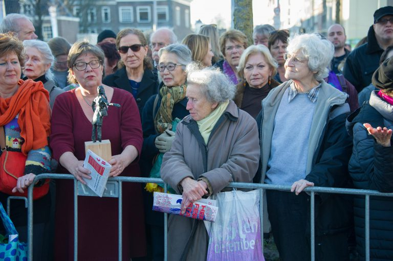 Mensen met Dokwerkertjes - foto: Hans Mooren