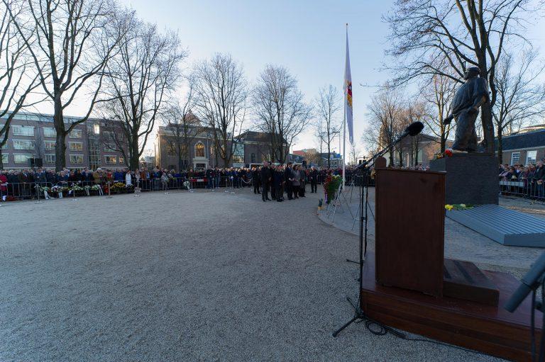 Kranslegging gemeentebestuur - foto: Hans Mooren