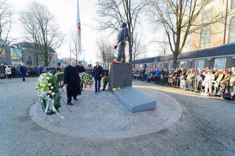 Kranslegging FNV bij herdenking Februaristaking 1941 - Foto: Hans Mooren
