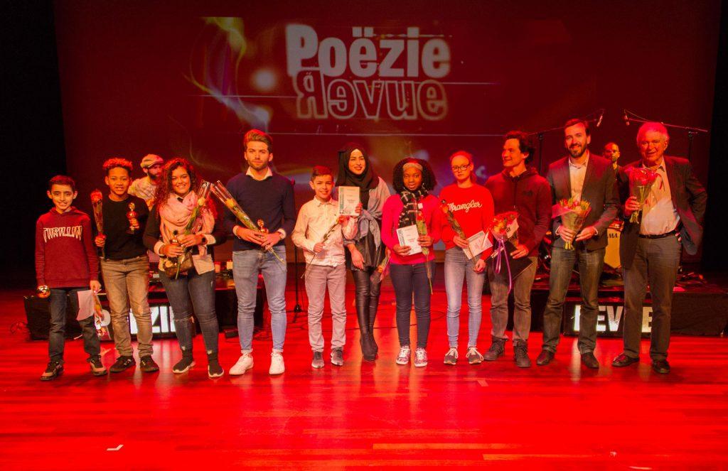 Winnaars van poëzie wedstrijd met de jury