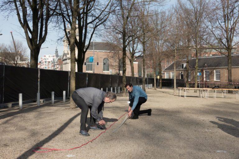 voorbereidingen herdenking -  foto Hans Mooren