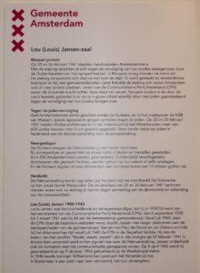 Deze tekst hangt naast de raadszaal die vernoemd is naar Louis Jansen.